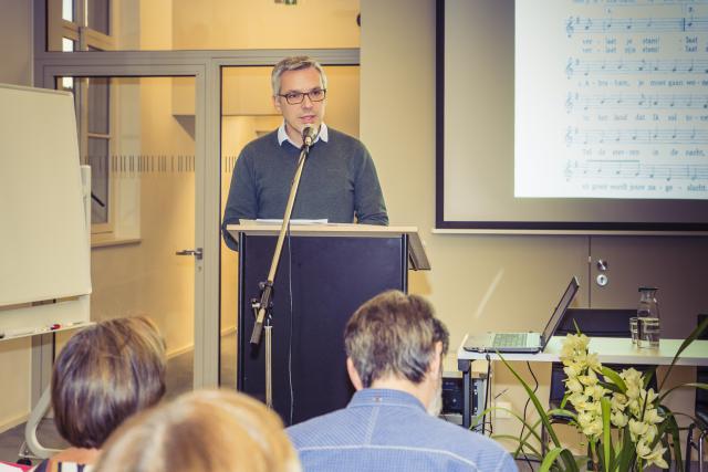 Jan Christiaens aan het woord op de startavond van het Bijbels Leerhuis. © Bisdom Gent, foto's: Daina De Saedeleer