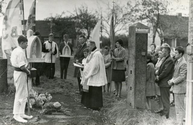 Inwijding kapelletje Krekelstraat