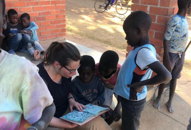 Inleefproject Zambia: lezen. © Team Zambia