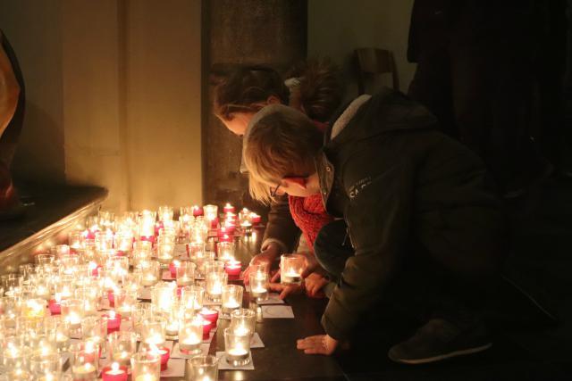 De jongeren van IJD Hasselt willen met hun initiatief 'Light a Candle' in deze adventsperiode zichtbaar naar buiten treden als kerkgemeenschap © Persdienst bisdom Hasselt