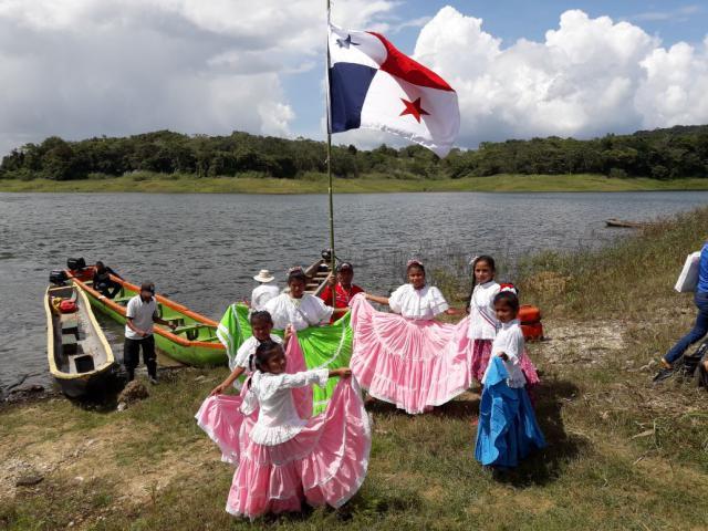 De inwoners van het dorpje Chilibre nodigen de Vlaamse jongeren uit.