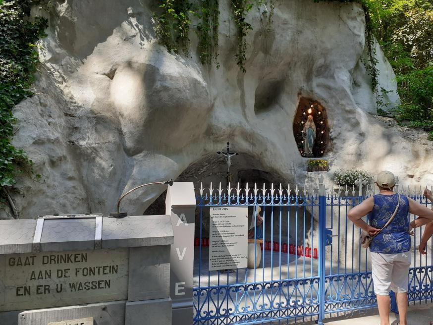 waterbron bij de Lourdesgrot in Houthulst