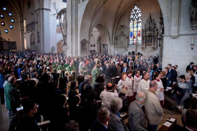 Intrede van de concelebranten tijdens de openingsviering in de Sint-Paulusdom van Münster © Sant'Egidio