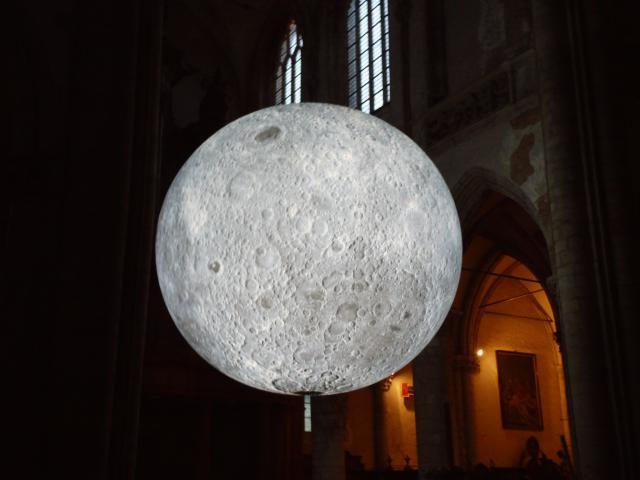 Museum of the Moon © E.H. Marc Verwaeren