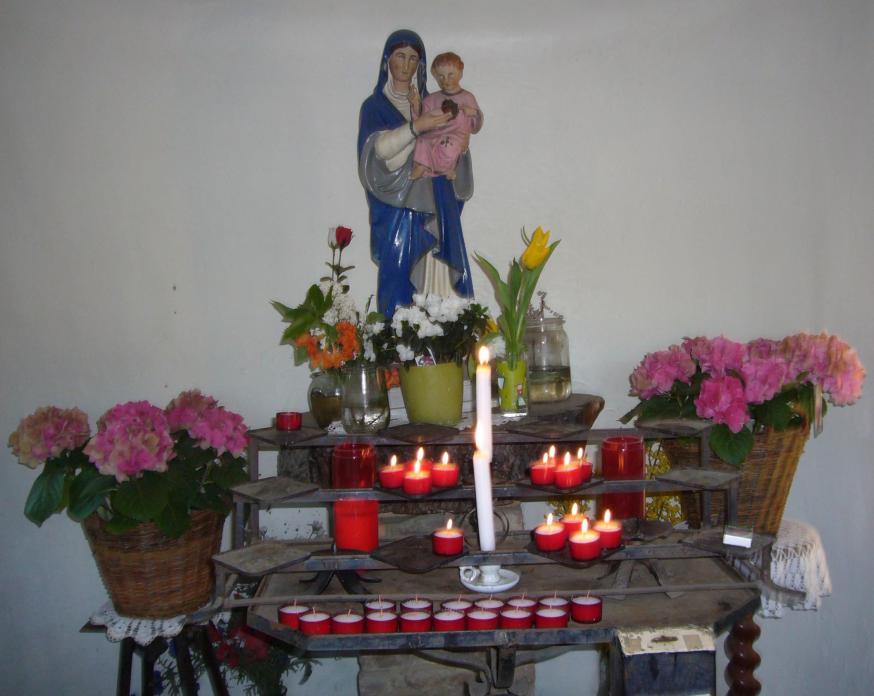 Mariabeeld in de veldkapel