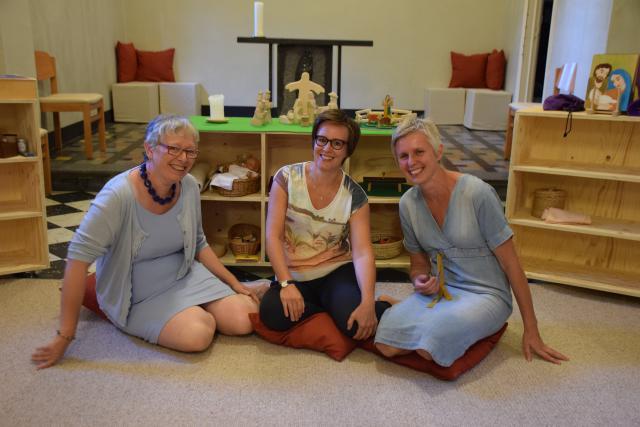 Marijke, Stephanie en Gee: de dragers en bezielers van de Godly Play ruimte in Vaalbeek © Hilde Pex