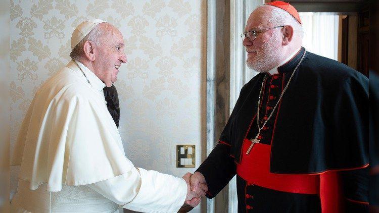 Kardinaal Reinhard Marx bij paus Franciscus © VaticanMedia