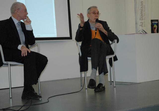 Reginal Moreels en Herman Van Rompuy tijdens de voorstelling van Moreels' recente publicatie in het AZ Damiaan in Oostende © Halewijn/RR