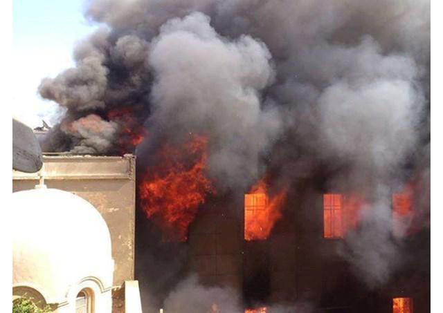 Een katholieke kerk in Mosul in de vlammen © Radio Vaticana
