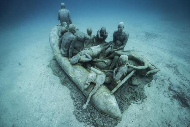 'Raft of Lampedusa' van Jason deCaires Taylor in Lanzarote. © Museo Atlantico