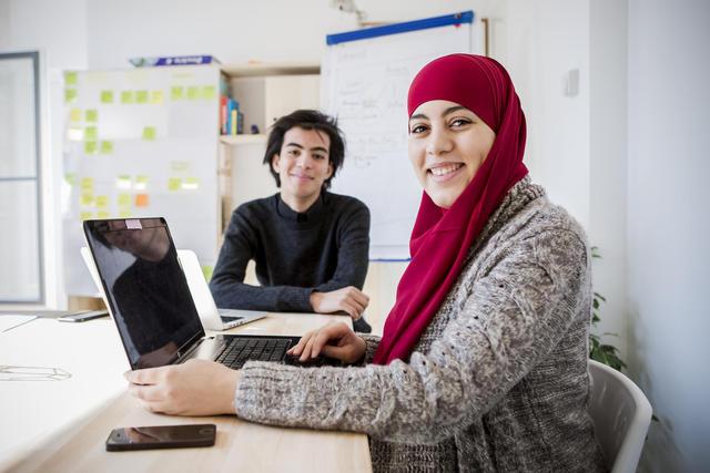 Hanan Challouki en Taha Riani, de oprichters van Muslim.com © Tertio/Wim Kempenaers