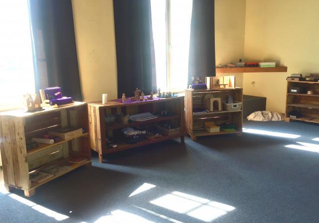 De liturgische kasten in de Godly Play ruimte van Drongen © Katie Velghe