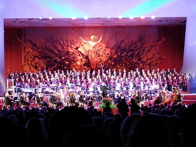 Concert voor en met de armen in de Paulus VI-aula in Rome.
