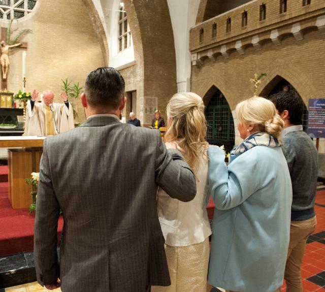 """""""Kom nu binnen in de Kerk, om met ons het Woord van God te beluisteren."""" © Foto: Danny Collewaert"""