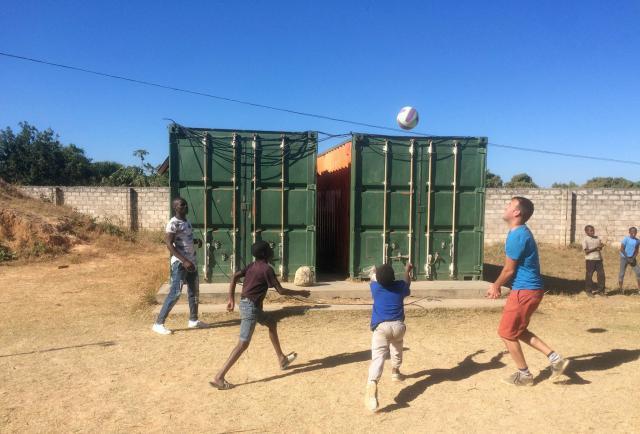 Inleefproject Zambia: Balspel. © Team Zambia
