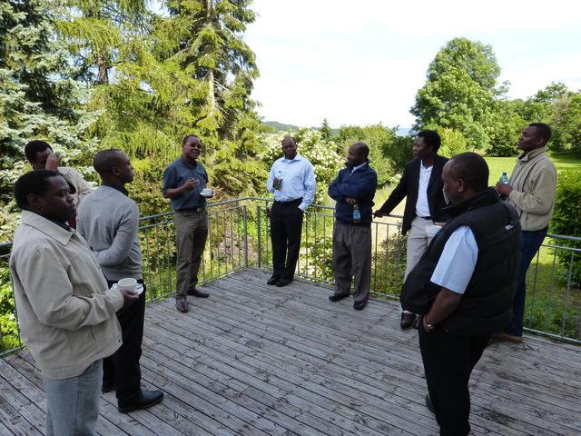 Geanimeerde discussies tijdens de pauzes van de workshop