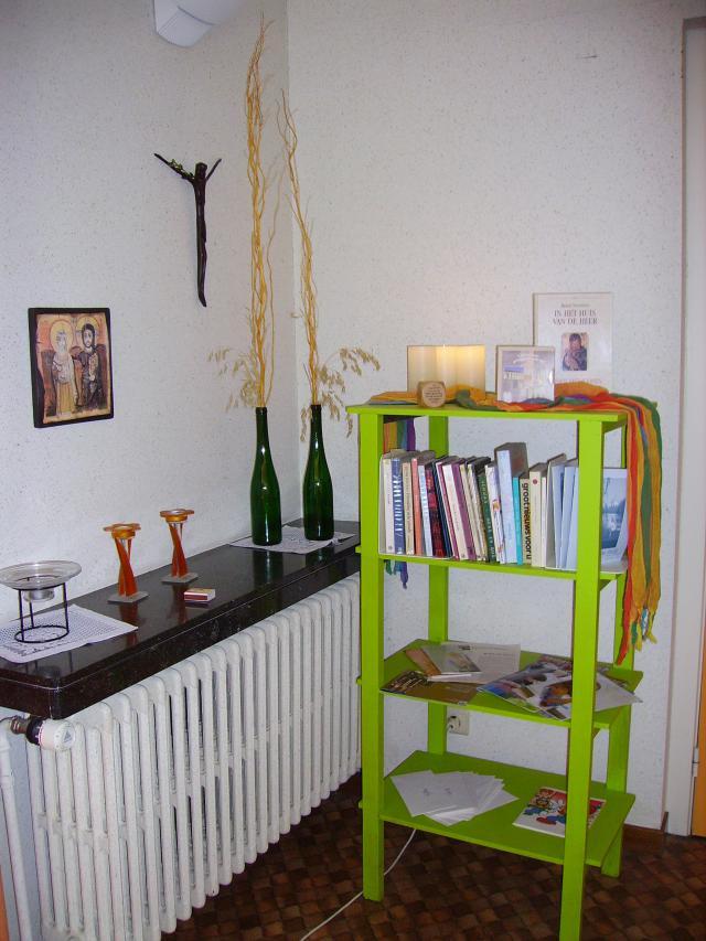 boekenhoekje in onze living © zrs bernardinnen