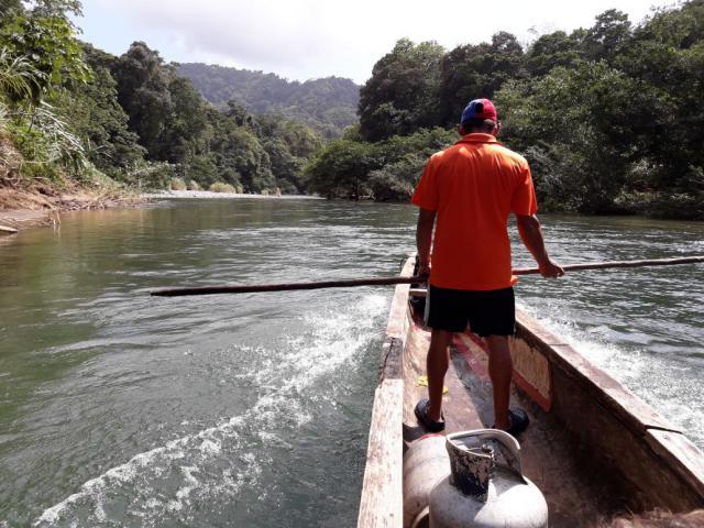 Local op het meer van Alajuela.