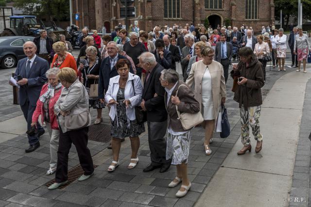 Mensen van Wachtebeke, Overslag, familie, collega's en nog vele anderen waren er bij © Frans Dhoore
