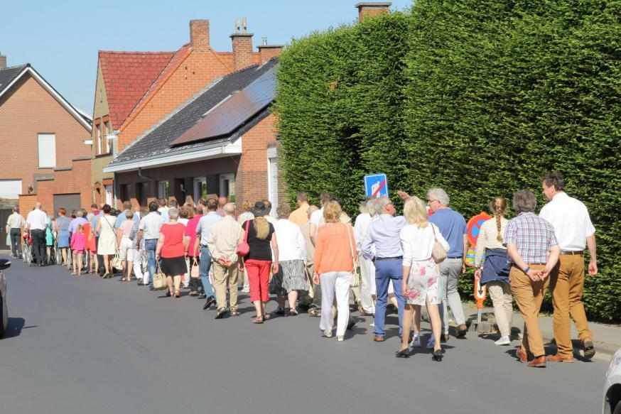 Tientallen mensen stapten in 2017 mee in de stoet voor het 70-jarig bestaan van de Dankkapel.