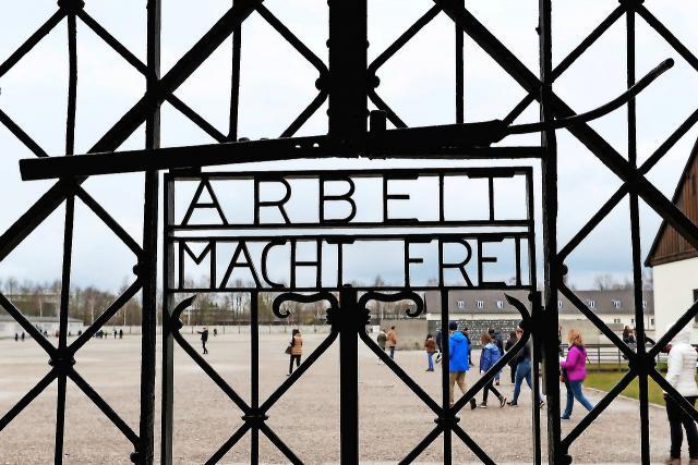 Paus Benedictus XVI gebruikte het concentratiekamp als beeld voor de hel. © Belga Image