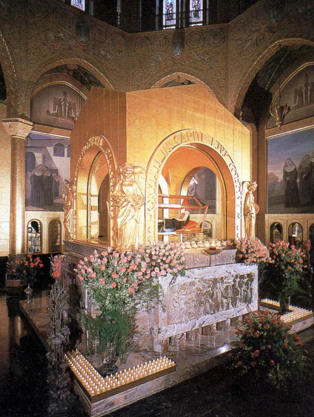 De opgebaarde stoffelijke resten van de Heilige Rita. © Wikimedia By Bocachete - Own work, Public Domain