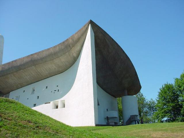 De kapel van Le Corbusier in Ronchamp. © Wikimedia / Valueyou (talk)
