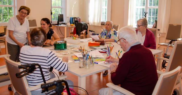 Ergotherapie is een van de activiteiten die het rusthuis aanbiedt  © Hellen Mardaga