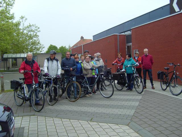 De fietsers staan klaar voor de bedevaart © Marc Plets