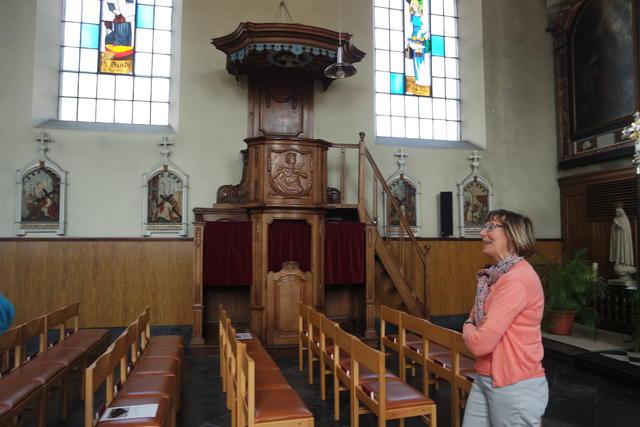 een merkwaardige biechtstoel/preekstoel combinatie