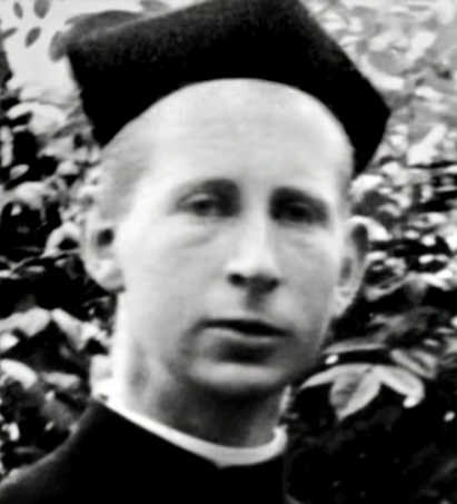 Francis Browne. © YouTube / A Lucky Escape from the Titanic -- The Titanic Photographs by Father Browne