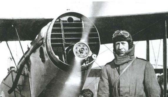 Father Browne: ook vliegtuigfanaat. © Website Jesuit.ie.