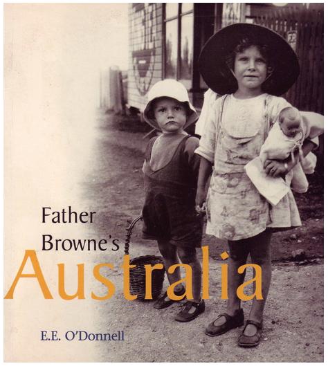 Een van de vele boeken met Brownes reisfoto's. © rr