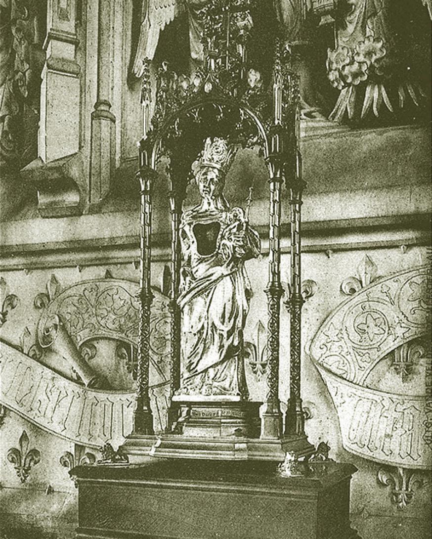 Het Miraculeus Beeld in zilveren schrijn geplaatst in 1763, op het Altaar van O.L.V. van Kerselare.