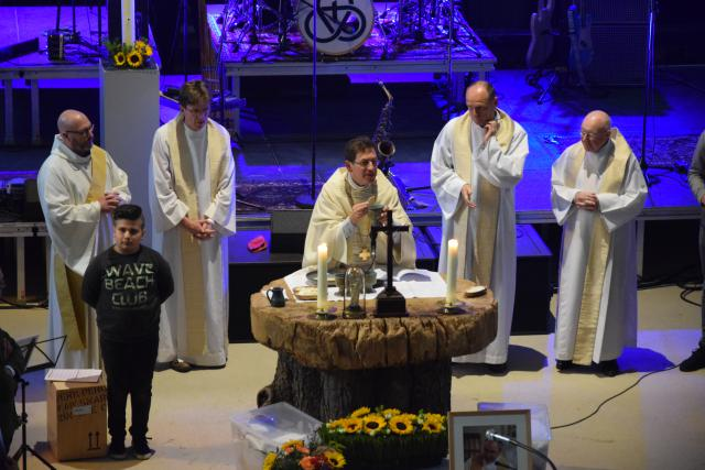 Bisschop Lode Aerts ging voor in de eucharistieviering in de Sint-Michielskerk © Sint-Michielsbeweging