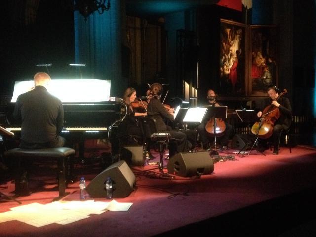 Max Richter met zijn muzikanten © RR