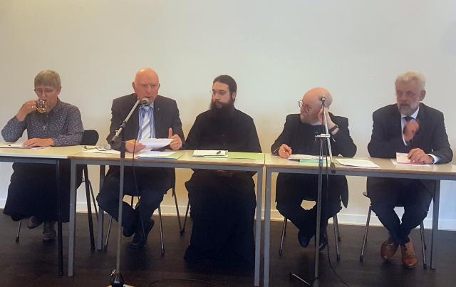 Zr. Carine Devogelaere, Adelbert Denaux, archimandriet Amphilochios Miltos, Mark Chapman en Leo Koffeman © Etienne Quintiens