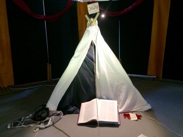 God heeft zijn tent opgeslagen in de stille ruimte op Pluskamp.