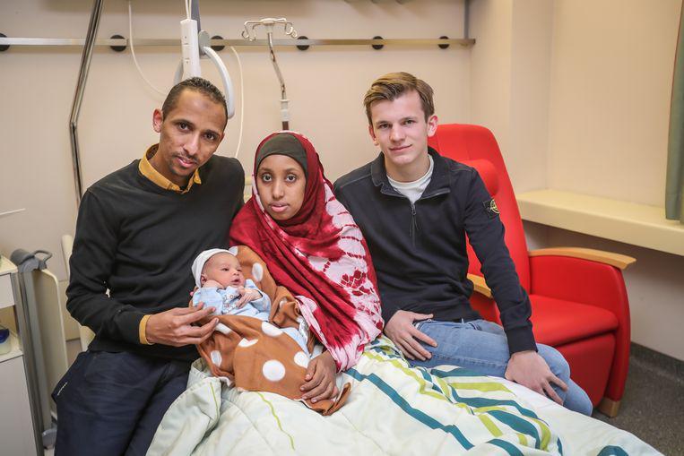 Thuur Vanhove bracht het Somalische koppel veilig naar het ziekenhuis, maar de kleine Shurahbil werd nog voor aankomst geboren. © Borgerhoff