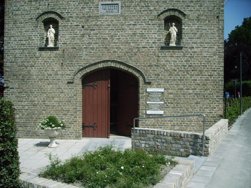 voorplein kapel Onze Lieve Vrouw ter Hulpe