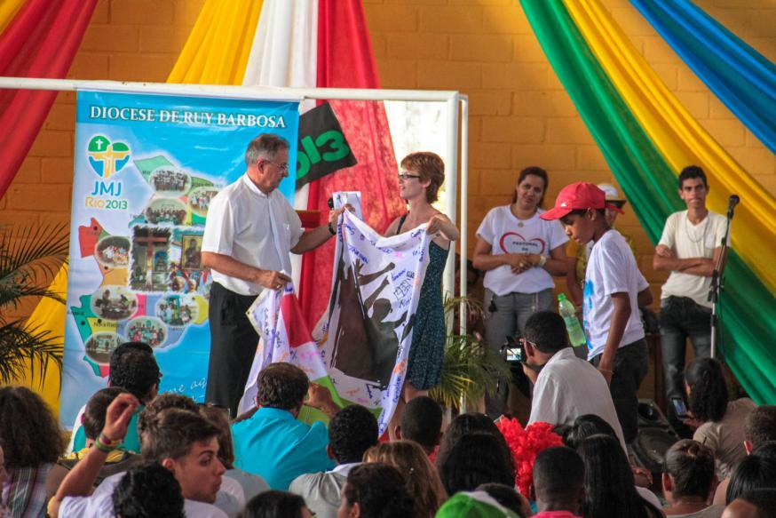 Feest in Ruy Barbosa met de Vlaamse jongeren in 2013 © IJD
