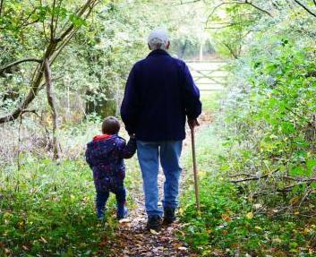 Opa met kleinkind © Pixabay
