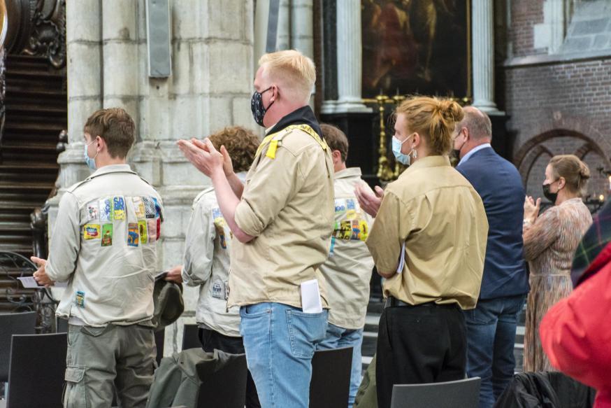 Applaus voor Jef van zijn scouts © Martine Van Cauwenberghe