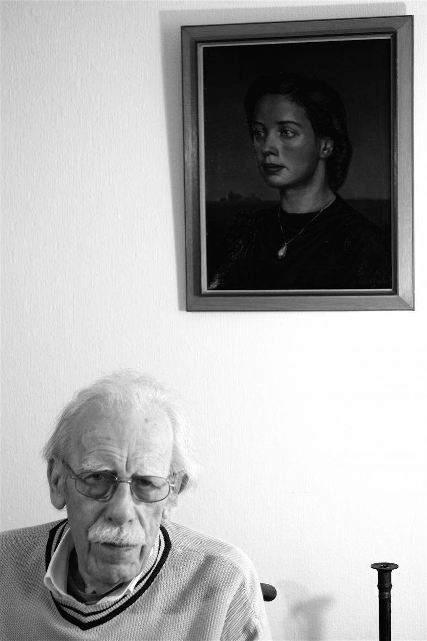 Willem Barnard bij het portret zijn van zijn geliefde echtgenote. © Renata Barnard