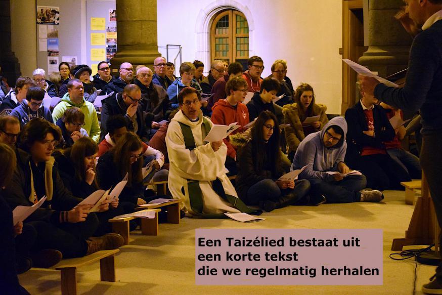Een Taizélied bestaat uit een korte tekst die we regelmatig herhalen © Inge Cordemans