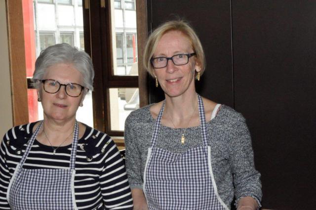 Rita en Katrien en anderen dienden op. © (c)Marcel De Bolle