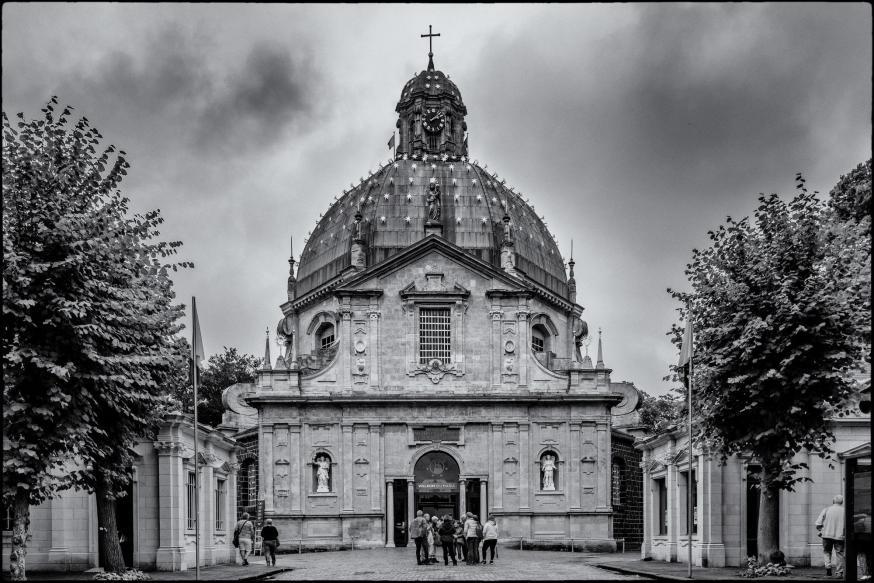 Scherpenheuvel is in normale tijden met meer dan 800.000 bezoekers per jaar het meest bezochte bedevaartsoord van de Benelux.  © Leo De Bock
