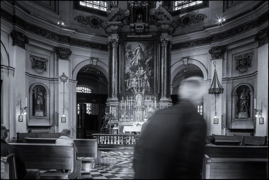 Het Mariabeeld – 47 cm hoog - heet het Genadebeeld. Het staat in het hoofdaltaar van de basiliek, in een zilveren nis, boven het tabernakel © Leo De Bock