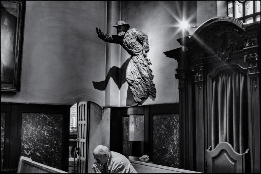 Bronzen beeld van de heilig verklaarde pater Damiaan De Veuster  © Leo De Bock