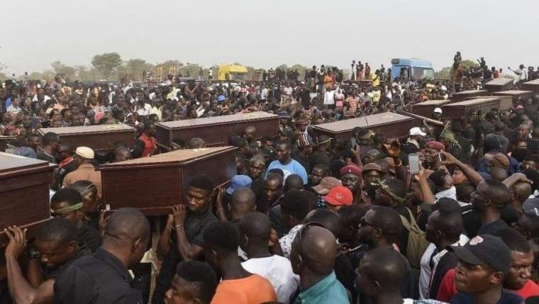 Uitvaart van slachtoffers van religieus geweld in Nigeria in april 2019) © Intersociety